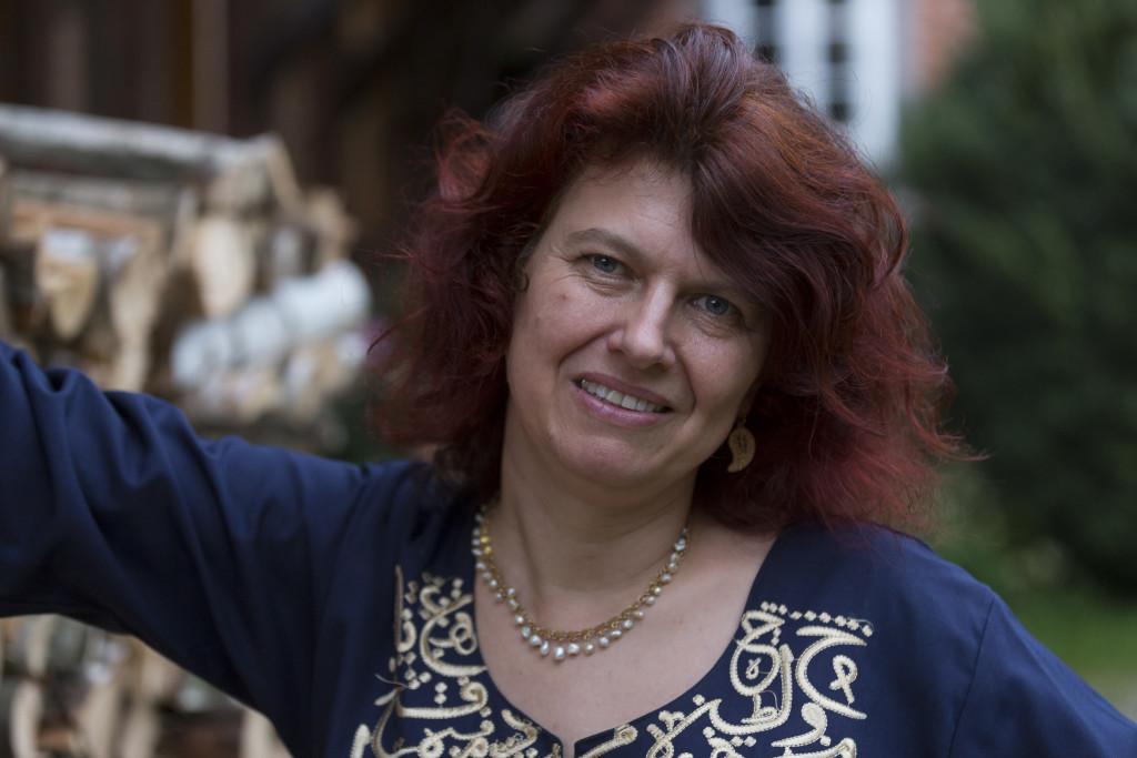 Claudia Ott vor ihrer Übersetzerwerkstatt. Foto: Martin Jehnichen