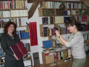 Fototermin mit Claudia Ott und NDR-Autorin Natascha Geier